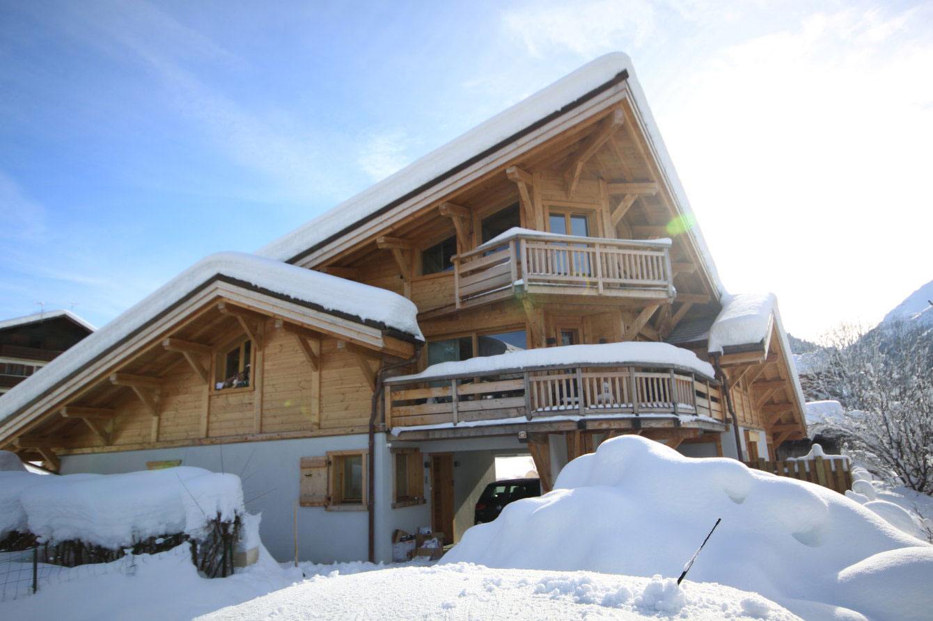 No.8 luxury catered ski chalet Morzine